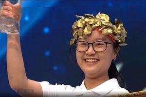 Nữ sinh Hà Nội đánh bại 2 chàng trai ở câu hỏi Olympia quyết định
