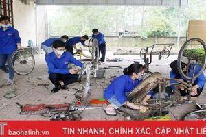 Tuổi trẻ Thạch Hà sửa xe đạp cũ tặng học sinh nghèo