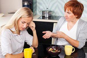 Về quê dưỡng sinh, cô dâu phố mệt mỏi vì không cùng quan điểm với mẹ chồng