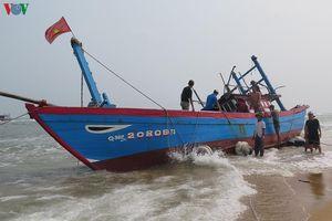 Cửa sông bồi lấp khiến ngư dân Quảng Ngãi bất an