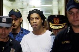 Ronaldinho đối mặt 10 năm tù vì nghi án 'rửa tiền'