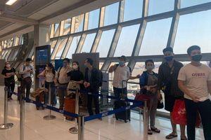 Chuyến bay cuối cùng đưa công dân Việt Nam từ tâm dịch Covid-19 ở Bangkok
