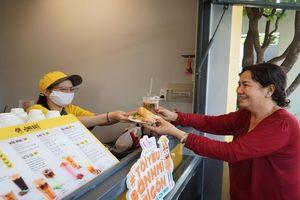 Hút cả khách trong và ngoài nước, có gì hấp dẫn ở cà phê Ông Bầu?