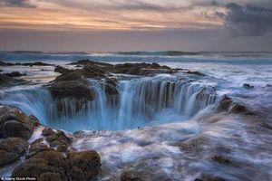 Giếng thần Sấm - 'cửa địa ngục' trên biển Thái Bình Dương