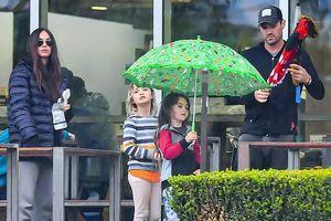 'Biểu tượng gợi cảm' Megan Fox xuề xòa ra phố cùng chồng con