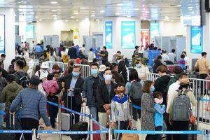Vượt rào cách ly định đi Anh, cô gái 25 tuổi ở Hà Nội bị 'tóm' ngay tại sân bay Nội Bài