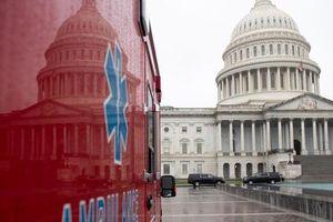 Mỹ bất ngờ 'xoa dịu' dịch bệnh từ gói cứu trợ khổng lồ chống Covid-19