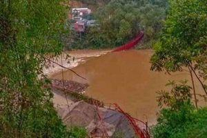 Dông lốc làm 1 người chết, 2 cây cầu hư hỏng