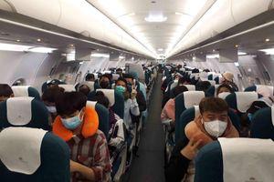 Tạm dừng vận chuyển người Việt Nam từ nước ngoài về Nội Bài