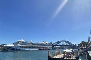 Hàng nghìn khách trên các du thuyền mắc kẹt ở ngoài khơi Australia