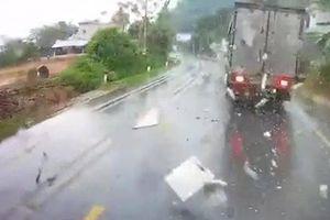 Rợn tóc gáy pha vượt ẩu gây tai nạn liên hoàn của xe tải