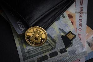 Tiền ảo bùng nổ, Bitcoin chạm ngưỡng 7.000 USD