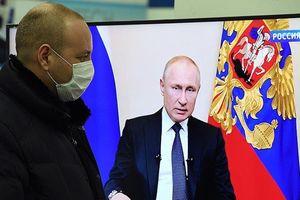 COVID-19: Ông Putin vạch giải cứu khẩn cấp, hoãn bầu Hiến pháp