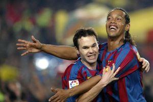 Iniesta tiết lộ chuyện bị Ronaldinho thử lòng
