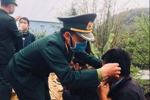 Chiến sĩ biên phòng Hà Giang khiến đoàn phim xúc động