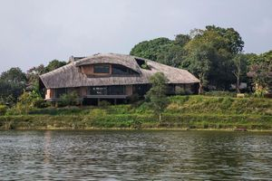 Độc đáo nhà lợp mái rạ truyền thống ở Hà Nội đẹp hút mắt trên báo Mỹ