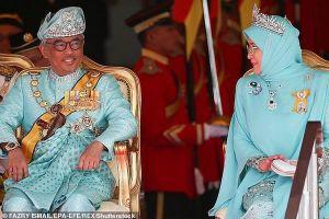 Quốc vương và Hoàng hậu Malaysia tự cách ly 14 ngày