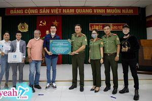Bộ đôi Lou Hoàng và Only C trao tặng khẩu trang, kính bảo hộ, gel rửa tay... cho Cục An ninh Cửa khẩu chống dịch Covid-19