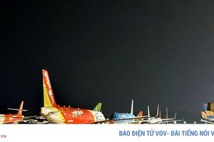Cả trăm máy bay xếp hàng nằm chờ, sân bay Nội Bài quạnh vắng
