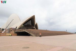 Australia ngày đầu thực thi lệnh cấm các cơ sở dịch vụ không thiết yếu