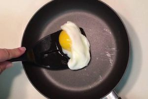 Cách rán trứng không cần mỡ