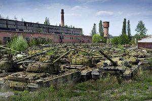 Quân đội Ukraine đào 'mộ xe tăng', khôi phục lượng lớn chiến xa cực mạnh
