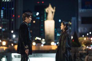 'The King': Hoàng đế Lee Min Ho vội thân mật với Kim Go Eun trong lần đầu gặp gỡ