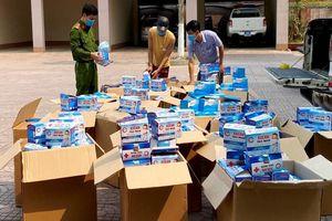 Hà Tĩnh: Bắt giữ 2 xe ô tô vận chuyển 50.000 chiếc khẩu trang y tế không rõ nguồn gốc