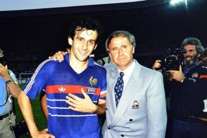 Người thầy của thế hệ vàng vô địch EURO 1984 qua đời ở tuổi 87