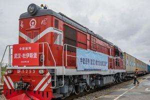 Trung Quốc chuyển hàng viện trợ y tế từ Vũ Hán sang châu Âu