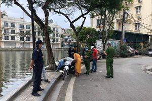 Hà Nội xử lý nhiều người không đeo khẩu trang nơi công cộng