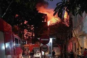 Hà Nội: Dập tắt đám cháy lớn bùng phát tại phố Hồ Đắc Di