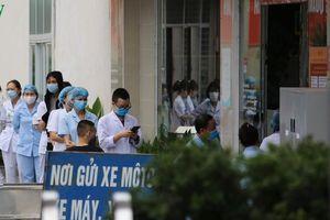 Bệnh viện Bạch Mai ngày đầu 'nội bất xuất, ngoại bất nhập'