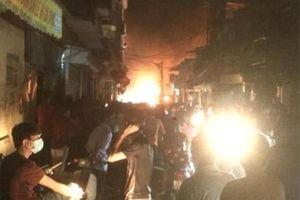 Cháy nhiều ki- ốt bán đồ gia dụng tại quận Hà Đông, không thiệt hại về người