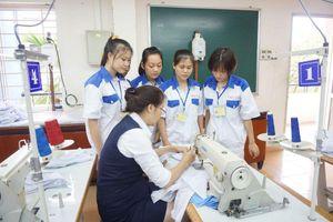Lao động Việt Nam làm việc ở nước ngoài mất việc vì Covid-19 được hỗ trợ gì?
