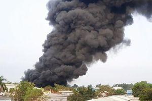 Cháy dữ dội công ty nhựa ở Củ Chi trong nhiều giờ