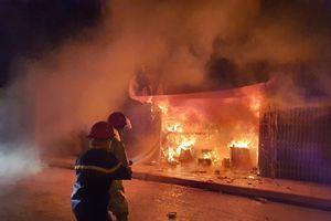 Hà Nội: Điều tra nguyên nhân vụ cháy nhiều ki-ốt ở quận Hà Đông