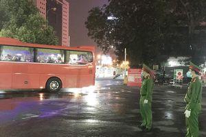 Chiến sĩ Công an quận Đống Đa trắng đêm tại 'điểm nóng' bệnh viện Bạch Mai