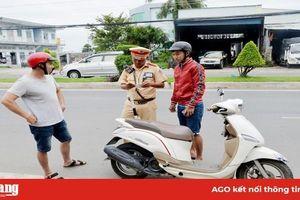 Ra quyết định xử phạt 1.425 trường hợp vi phạm trật tự an toàn giao thông
