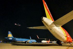 Covid-19: Khẩn cấp giảm tần suất chuyến bay, ngồi cách ghế trên máy bay