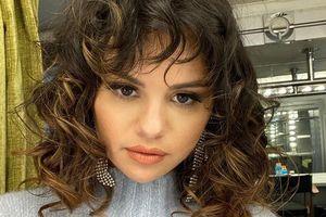 Selena Gomez bán áo thun, quyên góp tiền chống Covid-19
