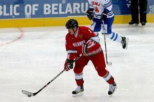 Tổng thống Belarus chơi khúc côn cầu, khuyên dân 'không cần sợ' Covid-19