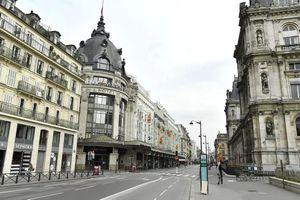 Paris không bóng người sau 14 ngày phong tỏa