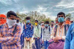Dòng người vô tận đi bộ hàng trăm km để về quê vì Ấn Độ phong tỏa