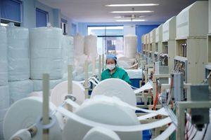 Nhà Trắng nhận hàng chục tấn vật tư y tế từ TQ để chống dịch