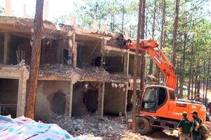 Tháo dỡ công trình xây không phép tại khu du lịch hồ Tuyền Lâm
