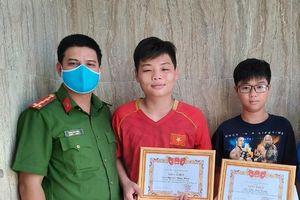 Trả lại hơn 30 triệu đồng nhặt được, 2 học sinh được chủ tịch tỉnh khen thưởng