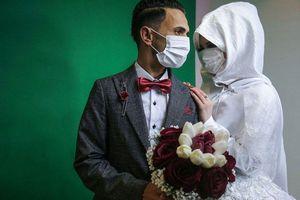 Ảnh ấn tượng Tuần 22-29/3: Thế giới đoàn kết chống đại dịch Covid-19, đám cưới ở Gaza và kim tự tháp Cheops thu nhỏ