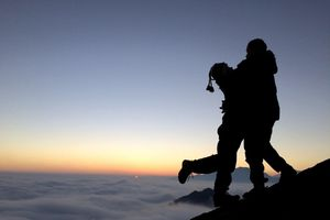 Ngắm cảnh bình minh tuyệt đẹp trên đỉnh Hoàng Liên Sơn