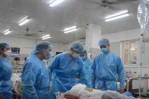 Bên trong tâm dịch Bệnh viện Bạch Mai những ngày phong tỏa